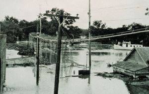 800px-1927_Mississippi_Flood_New_Iberia